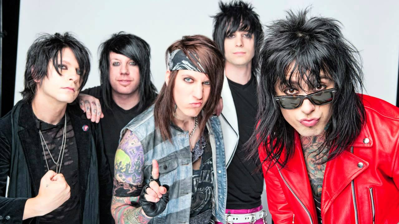 "Falling In Reverse - ""Pick Up The Phone"""