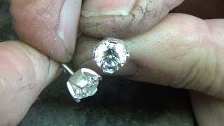 Four claw stud earrings