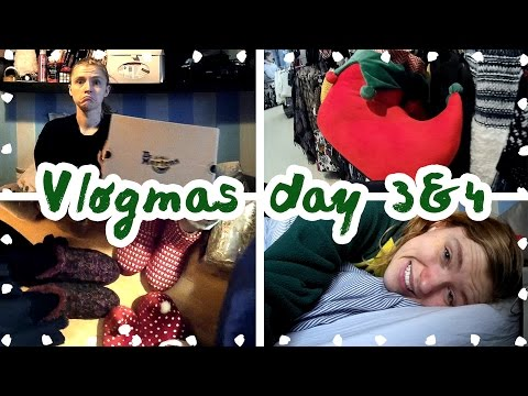VLOGMAS Day 3 and 4 ✯ sorting my room + the most amazing slippers in thE WORLD