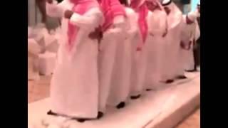 رقصة البطريق تصل إلى الشعوب الخليجية