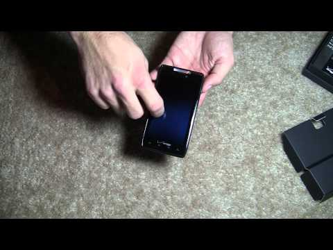 Unboxing: Motorola Droid RAZR