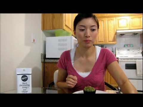 How to make grass and ladybug cupcakes