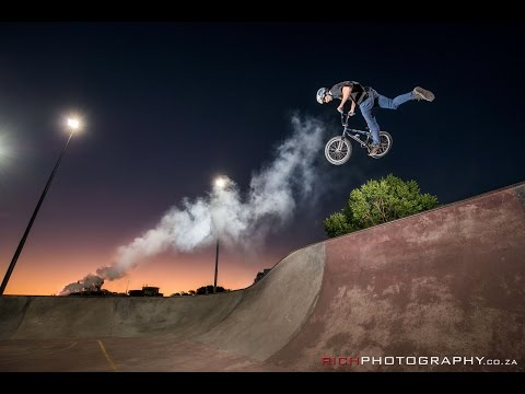 How To - Making and Using Smoke Flares for Photography