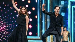 Alia Bhatt And Varun Dhawan At Mirchi Music Awards 2017