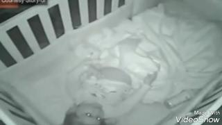 2 साल की बेटी अकेले में कर रही थी कुछ ऐसा जिसे मां बाप कैमरा में देख कर हो गए SHOCKED...