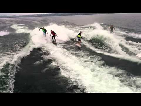Double Yacht Surfing (surfer circling around a surfer)