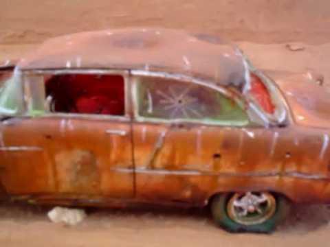 Rusty old model car 1/32