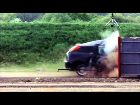 Crash Test Ford Focus  120 mph (190 km/h)