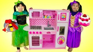 Download Emma & Jannie Pretend Play Food Cooking Competition w/ Cute Kitchen Kid Toys Video
