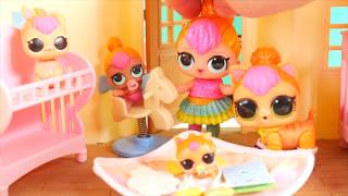 Download LOL Surprise Dolls Neon QT Family Babysit OMG Barbie in Goldie house Video