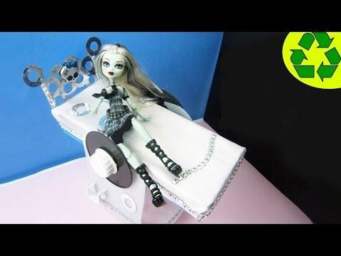 Make a doll bed for Monster High Frankie - Doll Crafts - simplekidscrafts