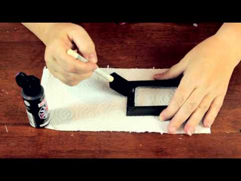 How to Paint Metal Picture Frames : Crafty Tips