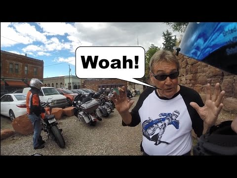 Showing New Friends What an FZ 07 Sounds Like + Harleys Can't Back Up On Their Own