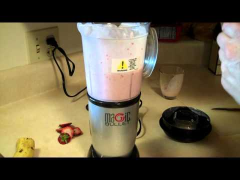 Bobbi's Kitchen - strawberry banana kefir smoothie