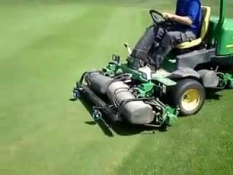 extracut-brush™ John Deere 2500 greens mower demo