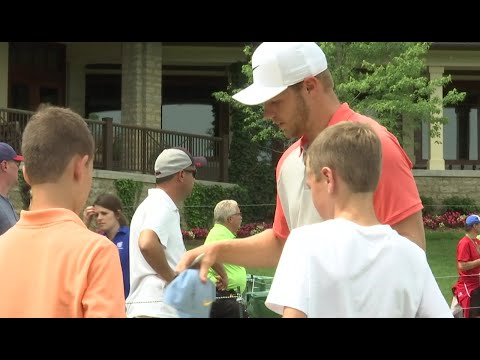 Junior Golf Day gives kids an opportunity to meet the pros