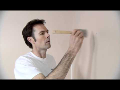 How-To Fill in Cracks and Holes | Benjamin Moore