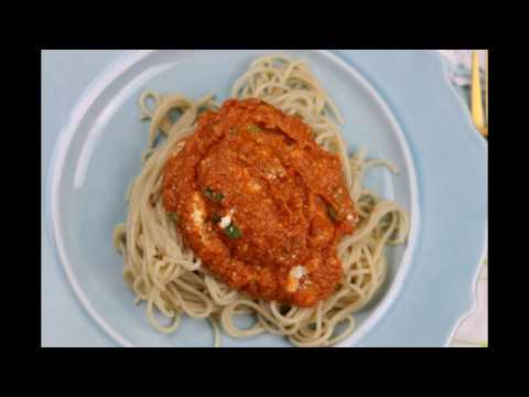 Roasted eggplant and pepper pasta sauce/Eggplant and peppers pasta sauce.