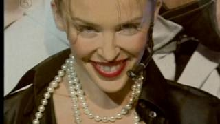Kylie Minogue - Can't Get You Out Of My Head (Pepsi Chart Show Sept. 2001)
