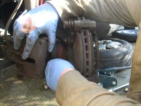 REPLACING FORD MONDEO MK3 FRONT BRAKE DISCS AND PADS PART 1