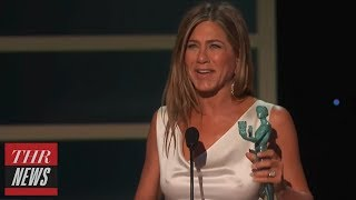 Brad Pitt Admires Jennifer Aniston: What You Didn't See Backstage at The 2020 SAG Awards | THR News
