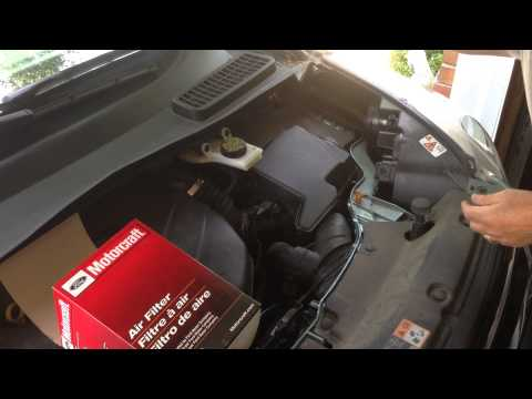 Installilng Engine Air Filter of 2013 Ford Escape