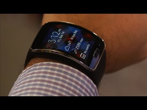 Samsung Gear S tries to be a smartphone and smartwatch at the same time