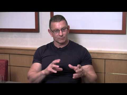 Robert Irvine on Restaurant: Impossible Season 4