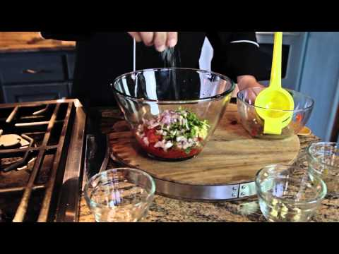 How to Make Homemade Salsa With Petite Diced Tomatoes : Regional American Dishes