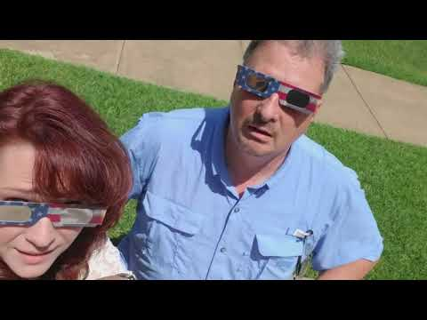Eclipse 2017 video - Jim and Donna Eatin' Chicken, Watchin' the EE-clipse