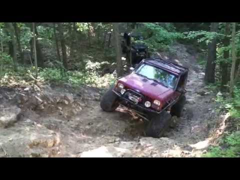 6yr old girl offroads her dad's jeep like a BOSS!!! | Younto.com