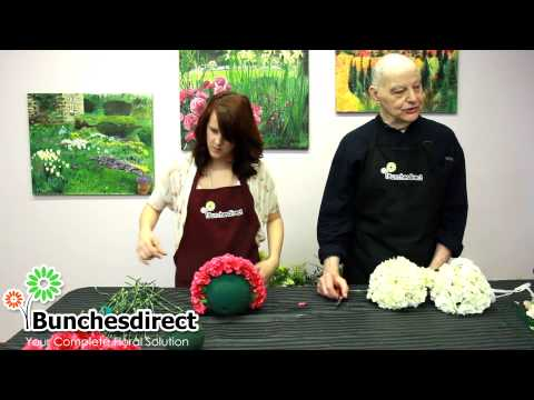 Do it yourself - Kissing Balls (Floral Pomander Balls)