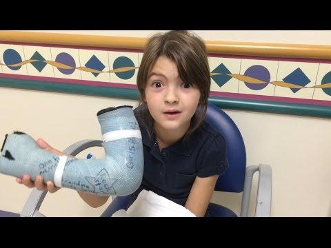 8-year-old MissObservation gets her cast off