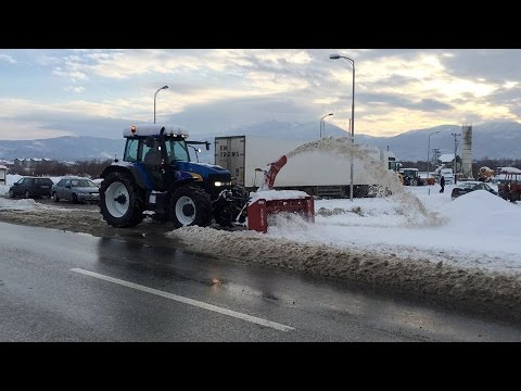 Snow blower with tractor New Holland TM190