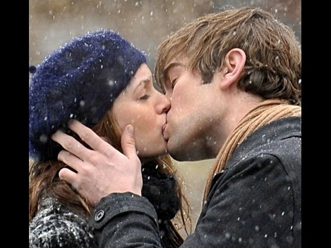9 Amazing Hugs and Kisses Gifs for Xmas Season