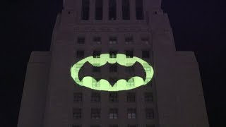 Bat-signal LIGHTS UP Los Angeles in Tribute to