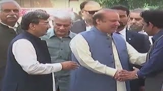 Ousted PM Nawaz Sharif arrives at Iqbal Mausoleum on 70th Independence Day | 24 News HD