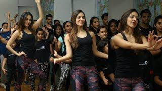 Kiara Advani Hot Dance Video On Tu Cheez Badi Mast Mast