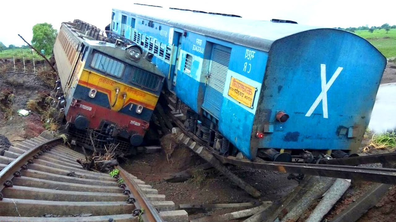 Top 10 Scary Dangerous Train Crashing & Train Snow Plow / Heavy Hquipment Fails Compilation 2021
