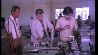 Nallavanuku Nallavan   Tamil Movie   Scenes   Clips   Comedy   Songs   Rajni rescues Visu from debt