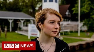 'My mum's meeting my dad for the first time' - BBC News