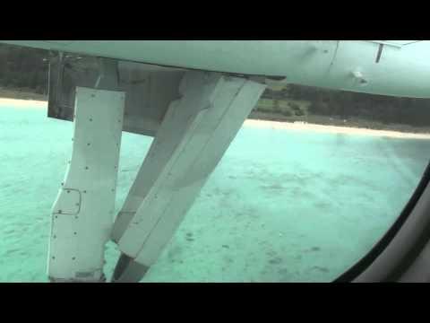 Dash 8 landing - Lord Howe Island