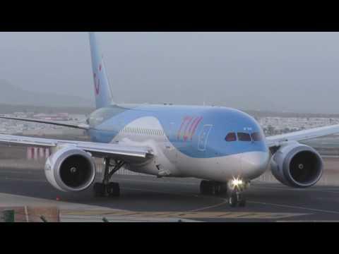 Fantastic looking Dreamliner Takeoff at Lanzarote Airport!