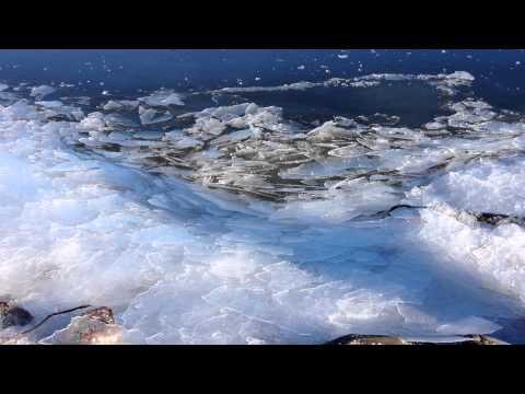 Ice Crumbling along the edge of Oslofjord. (Høvik)