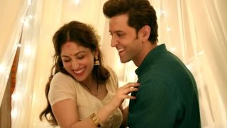 Hrithik roshan and yami gautham talking about kaabil movie