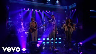 Maroon 5 - What Lovers Do (Live On The Tonight Show Starring Jimmy Fallon/2017) ft. SZA