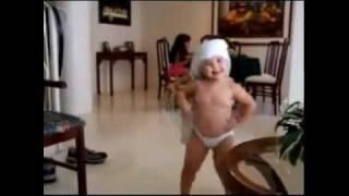 BABY Dancing like SHAKIRA --- INCREDIBLE ---WAKA WAKA.flv