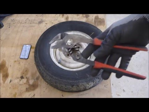 Removing a tyre from a steel wheel for scrapping