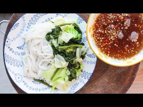 Rice Vermicelli Noodles with Pepper (Qhaub Poob Ntsug Hov Txob)
