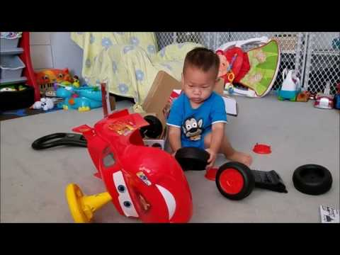 cc492f536 Unboxing   Assembling Disney Pixar Cars Lightning McQueen Ride-On Car Toy